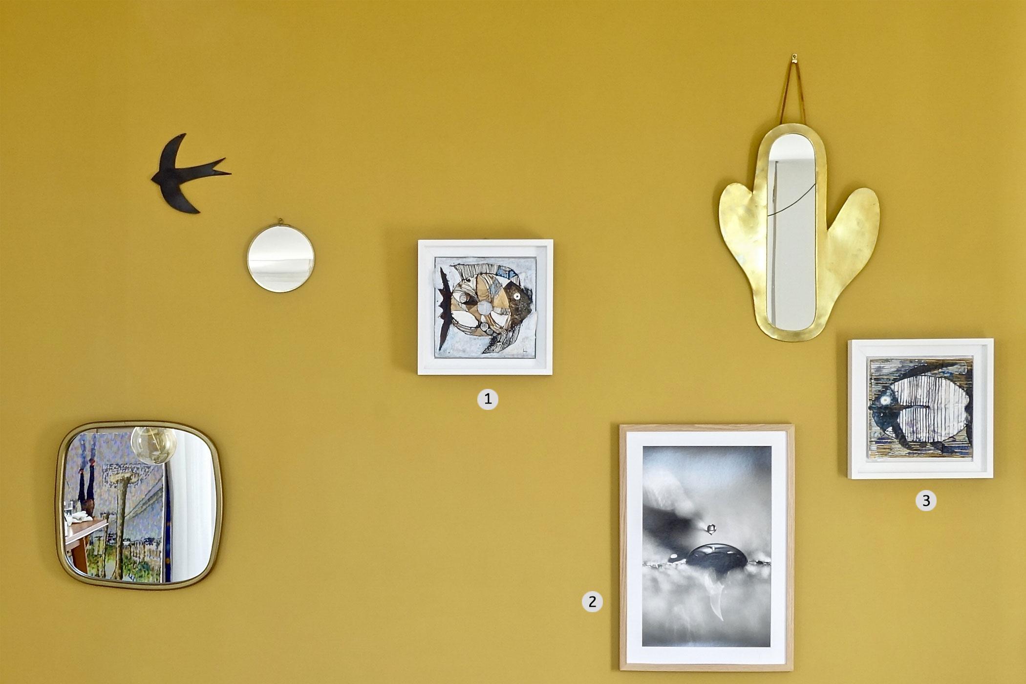 peintures et photographies contemporaines - mur couleur ocre
